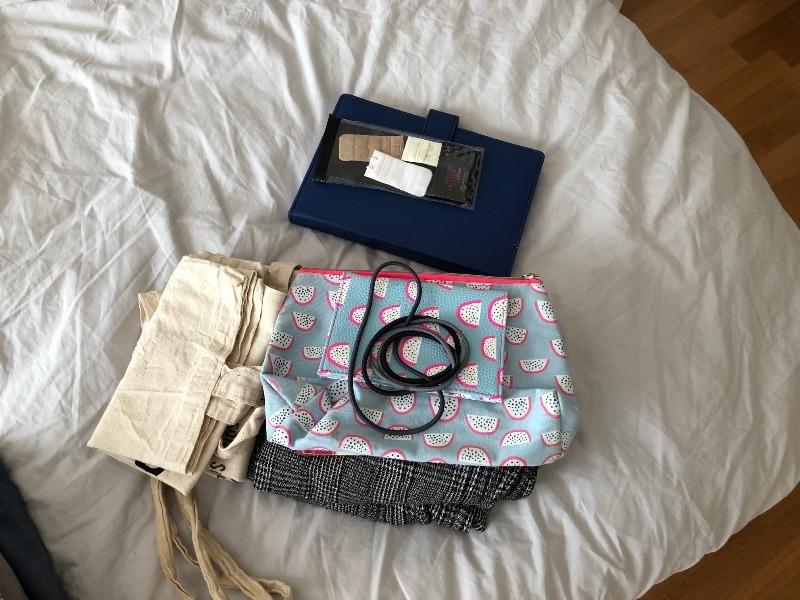 Recyclage, Récupe & Don d'objet : lot divers > tote bag, carnet, foulard....