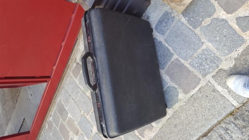 Recyclage, Récupe & Don d'objet : valise solide