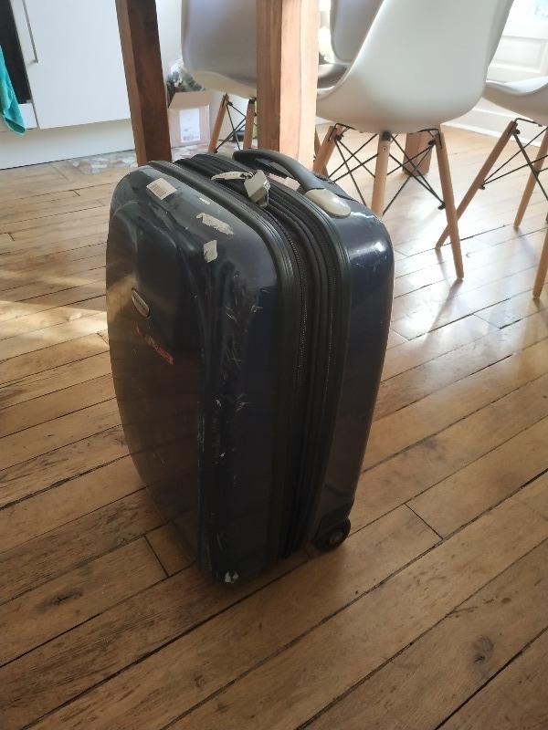 Recyclage, Récupe & Don d'objet : petite valise bleue