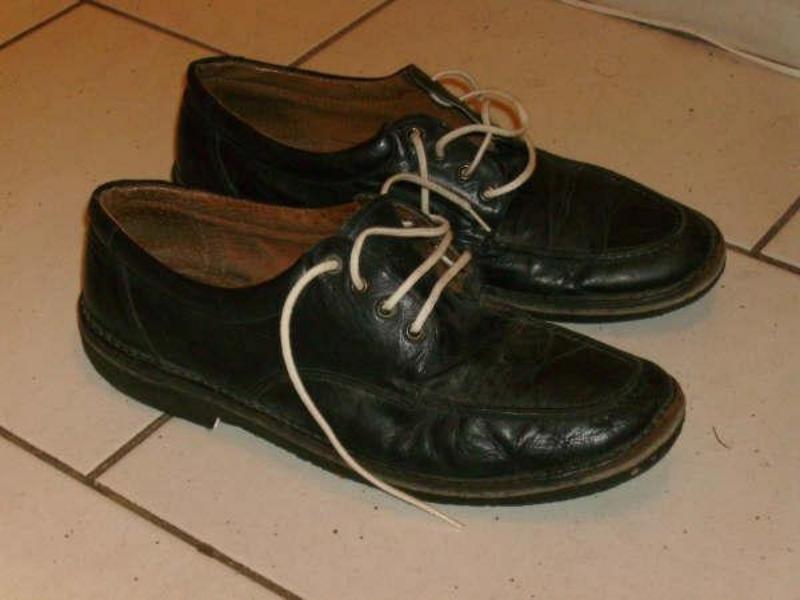 Recyclage, Récupe & Don d'objet : chaussures homme en cuir, pointure 41-42.