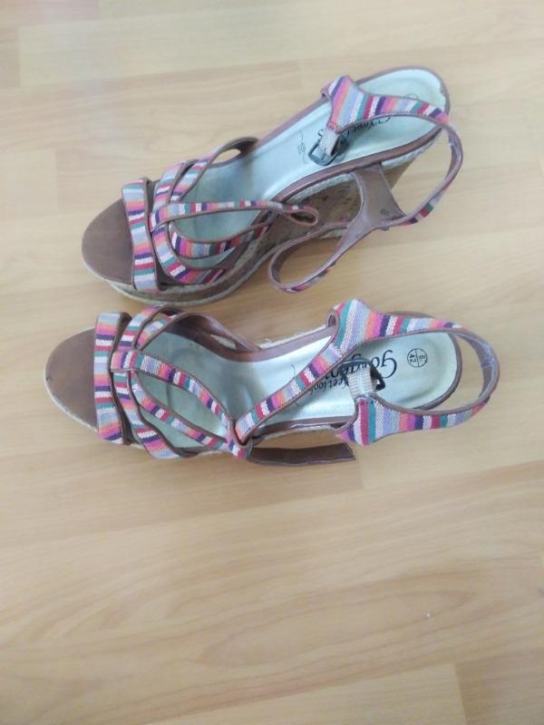 Recyclage, Récupe & Don d'objet : sandales compensées