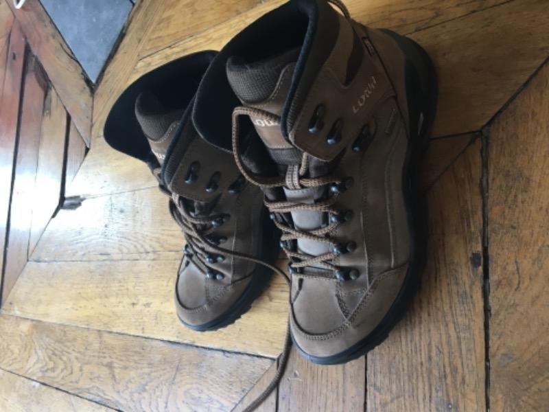 Recyclage, Récupe & Don d'objet : chaussures randonnée 40-41 presque neuves