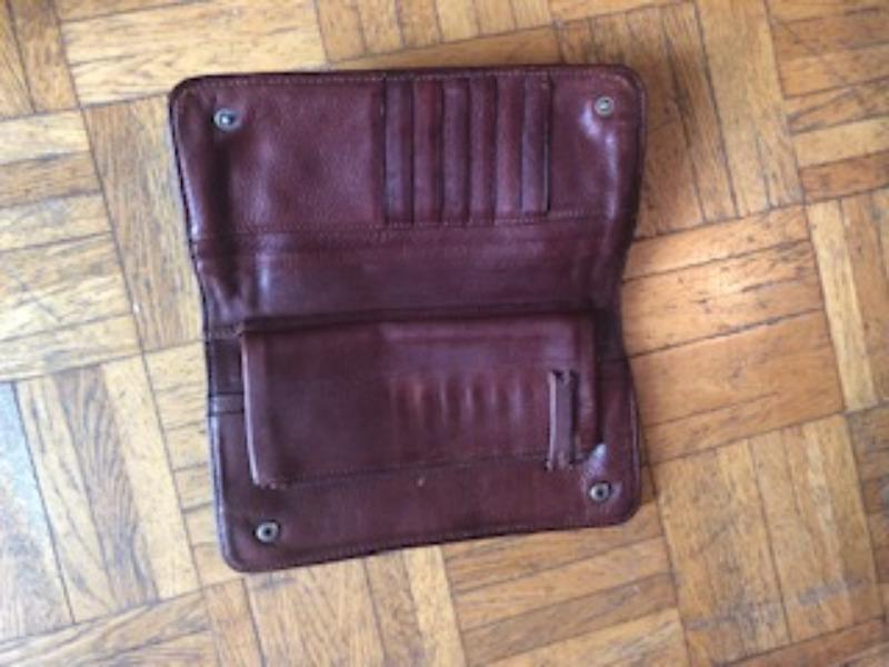 Recyclage, Récupe & Don d'objet : porte-feuille cuir bon état