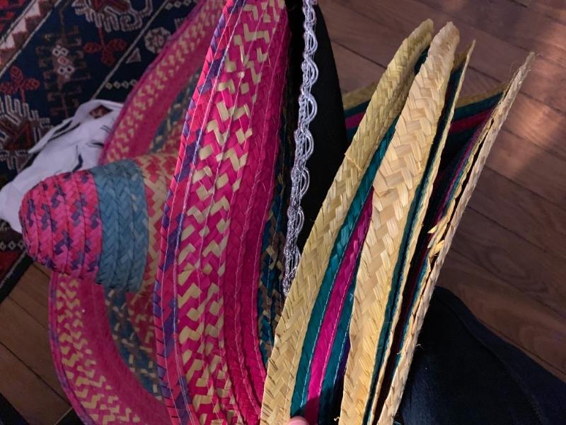 Recyclage, Récupe & Don d'objet : chapeaux mexicains pour costumes-soirées
