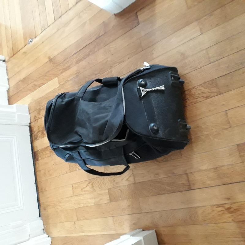 Recyclage, Récupe & Don d'objet : grand sac à roulettes