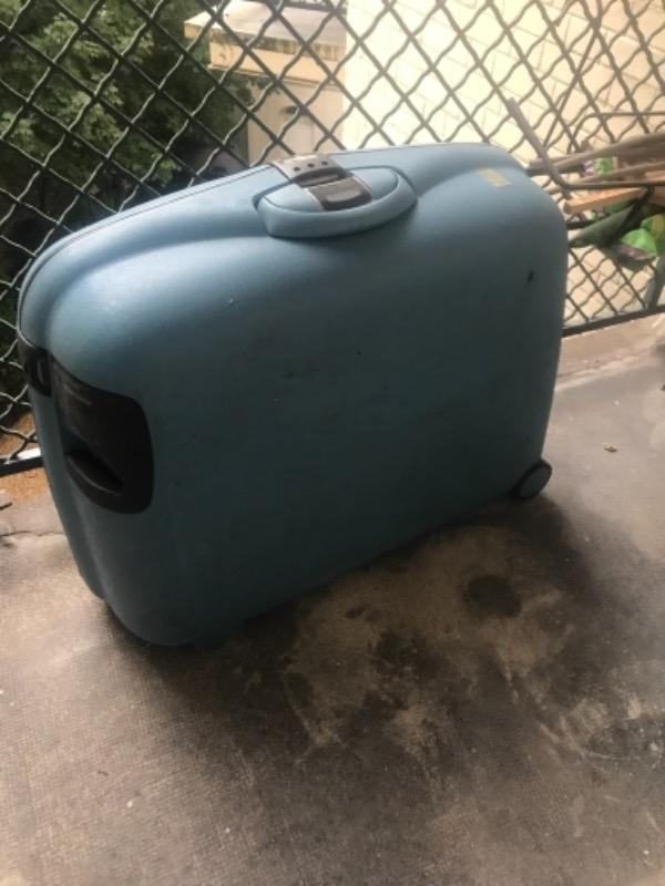 Recyclage, Récupe & Don d'objet : valise samsonite bleue