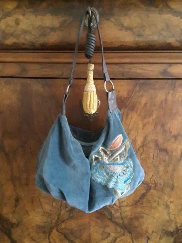 Recyclage, Récupe & Don d'objet : petit sac bleu brodé