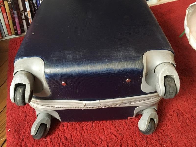 Recyclage, Récupe & Don d'objet : valise à roulettes