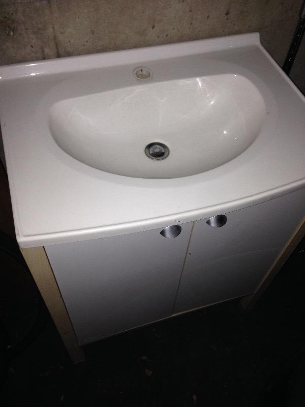 Recyclage, Récupe & Don d'objet : Meuble vasque avec lavabo