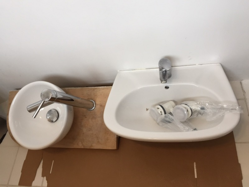 Recyclage, Récupe & Don d'objet : 2 vasques en super état et 3 robinets/mitigeurs en bon état également