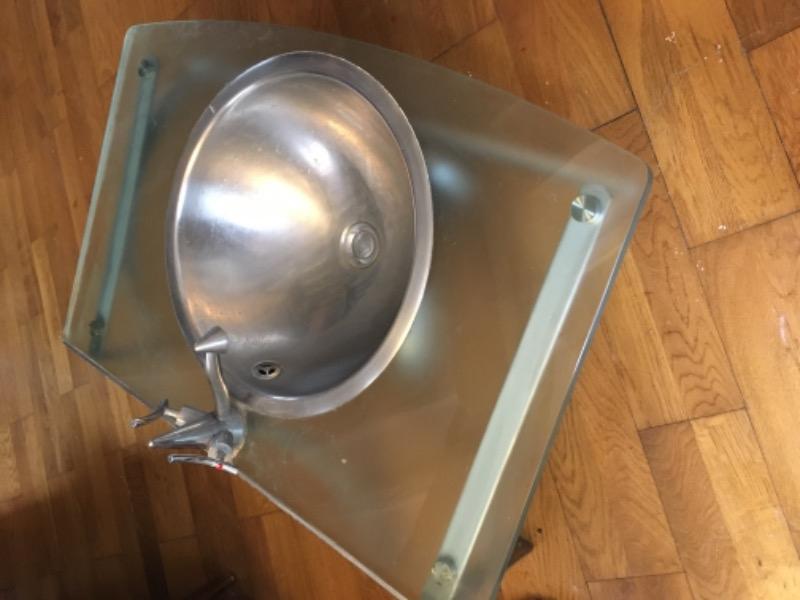 Recyclage, Récupe & Don d'objet : Meuble verre + lavabo