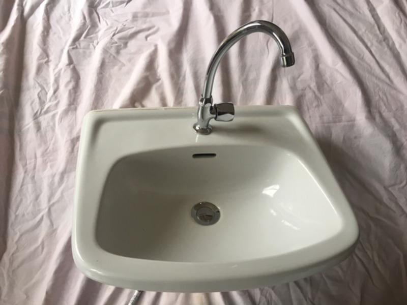 Recyclage, Récupe & Don d'objet : Lave main porcelaine et robinetterie eau froide ...