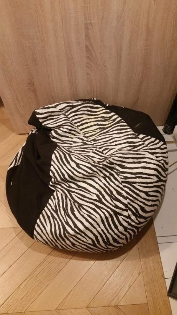 Recyclage, Récupe & Don d'objet : Pouf rayé noir et blanc