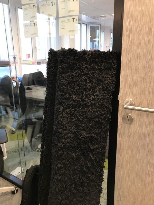 Recyclage, Récupe & Don d'objet : Grand tapis noir Ikea