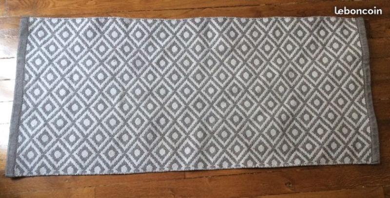 Recyclage, Récupe & Don d'objet : Tapis gris à motifs losange